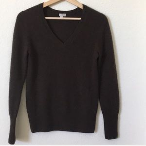Halogen | 100% Cashmere v neck sweater in brown